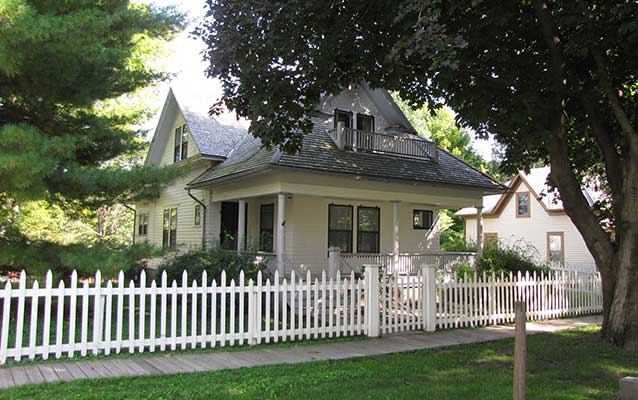 White picket fence Dayton, OH